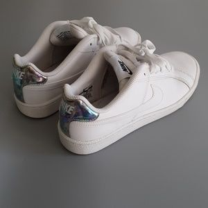 ALL WHITE NIKE COURT ROYALE SNEAKERS